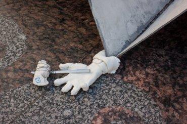 Чиновника раздавил «бумажный самолетик» около Эрмитажа
