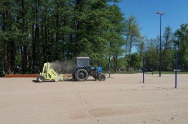 Песок напляже уЮжной дороги начали просеивать