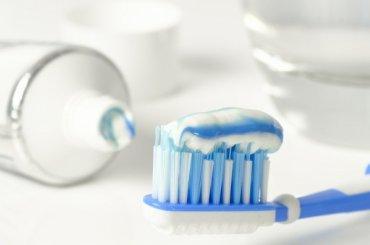 Восьмилетнего мальчика заставили чистить зубы перед всем классом