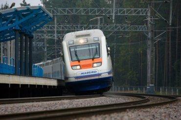 Поезд «Аллегро» опоздал вПетербург из-за лесного пожара