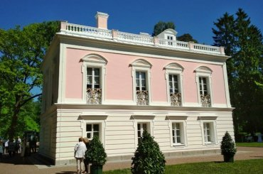 Владимиру Ростиславовичу показали дворец Петра Федоровича
