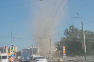 Петербуржцы засняли «торнадо» изпыли вПриморском районе