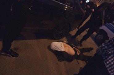 Горе-угонщик наглазах полиции пытался взломать ихмашину