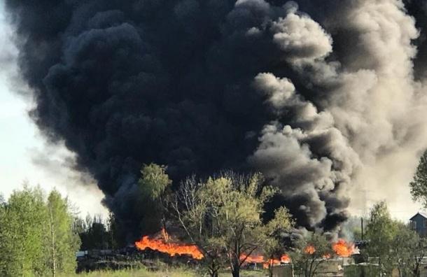 Крупный пожар тушили вМеталлострое