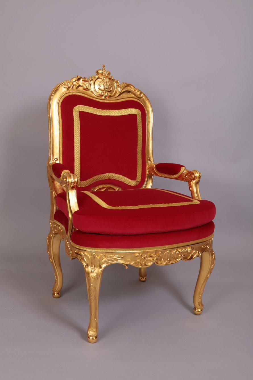 018 Тронное кресло императрицы Екатерины II