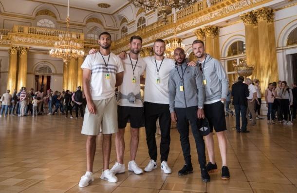Футболисты сборной Англии посетили Эрмитаж