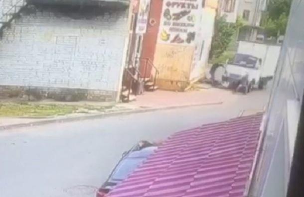 Ролик наезда фургона вЛомоносове появился вСети
