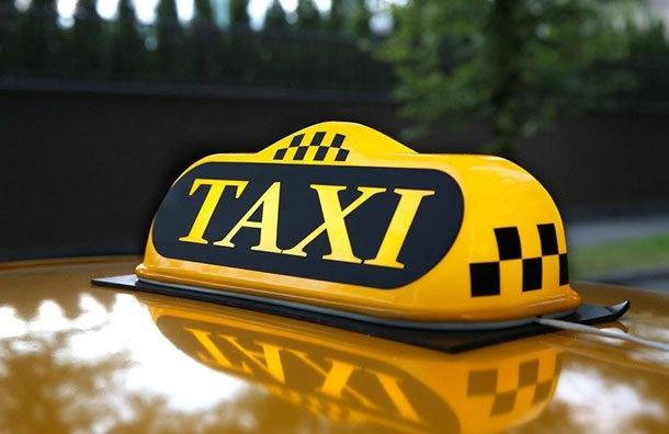 Таксист потребовал смексиканки запроезд сДворцовой доНевского 7 тысяч