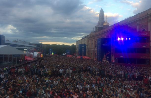 Фан-зона вПетербурге переполнена болельщиками