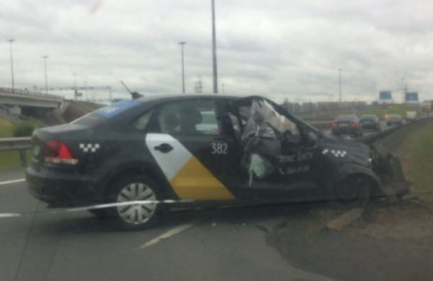 Разбитое «Яндекс. Такси» без водителя нашли наКАД