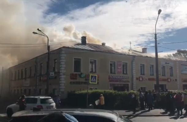 Торговый центр загорелся вЛомоносове