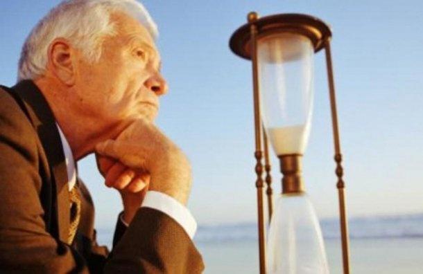 Медведев предложил начать повышать пенсионный возраст с2019 года