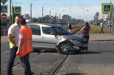 Автоледи перегородила трамвайные пути наБухарестской