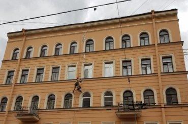 Трещину вдоме наулице Александра Невского залили монтажной пеной