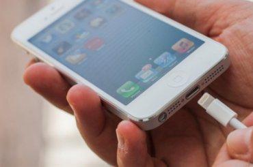 Петербургские химики изобрели способ заряжать телефоны быстро инадолго