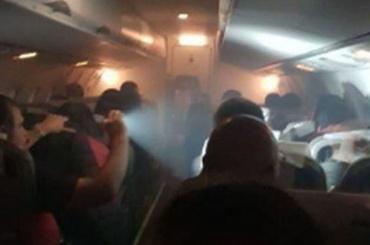 Самолет сфанатами задымился перед посадкой вТюмени