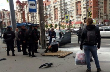 Легковушка сбила пешехода уостановки наЛенинском