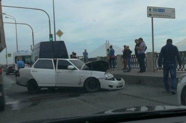 Пять машин столкнулись наОктябрьской набережной