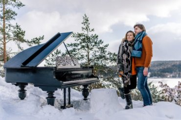 Пианист изПетербурга сыграл нарояле назаснеженной вершине горы
