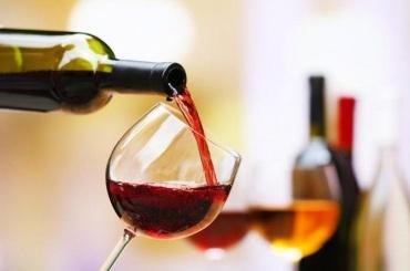 Бизнес-омбудсменРФ предложил ввести сбор наимпортные вина