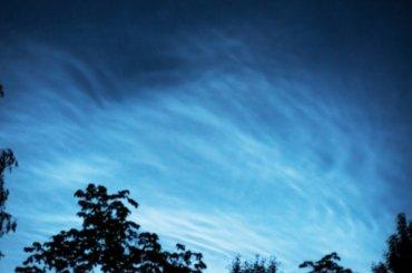 Петербуржцы подивились «серебристым» облакам вгороде