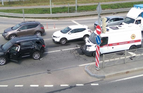 ДТП сучастием скорой помощи произошло наТаллинском шоссе