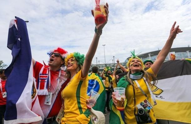 ФИФА просит меньше показывать привлекательных девушек