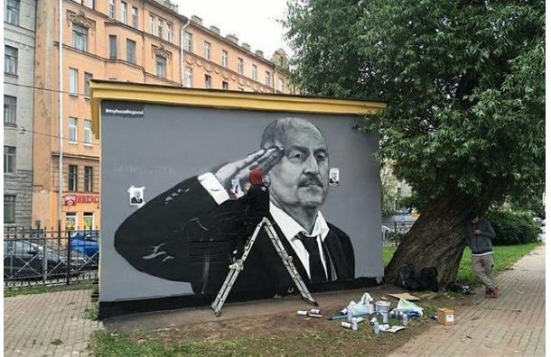 Пожаловавшийся награффити сЧерчесовым петербуржец недоволен новым рисунком