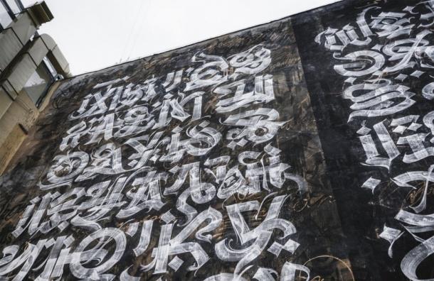 Немалый мурал появился настене петербургского отеля