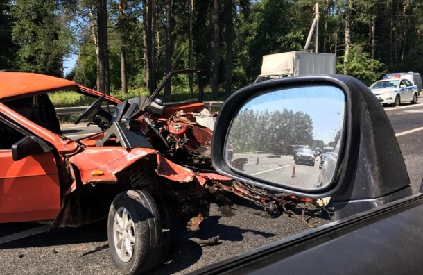 Машину «раздавило» вДТП наВыборгском шоссе