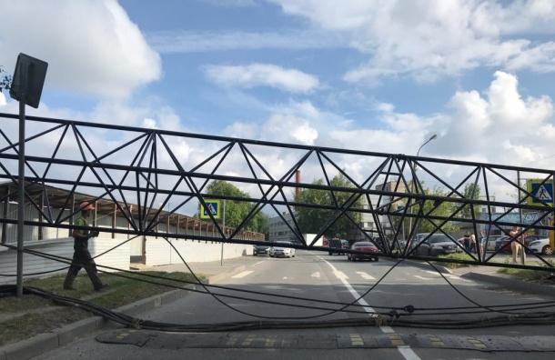 Строительный кран рухнул вПриморском районе