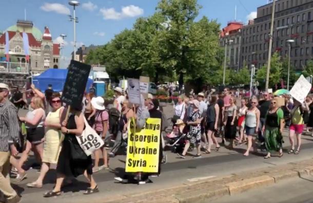 ВХельсинки началась демонстрация всвязи совстречей Владимира Путина иТрампа
