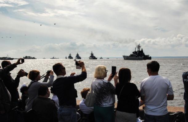 Тысячи петербуржцев посмотрели репетицию парада ВМФ вКронштадте