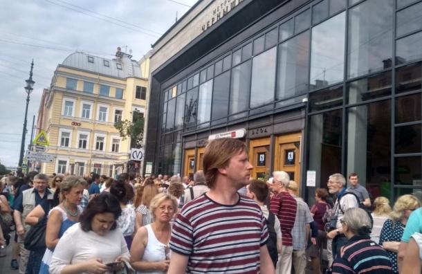 Станцию метро «Чернышевская» закрыли из-за «бесхоза»