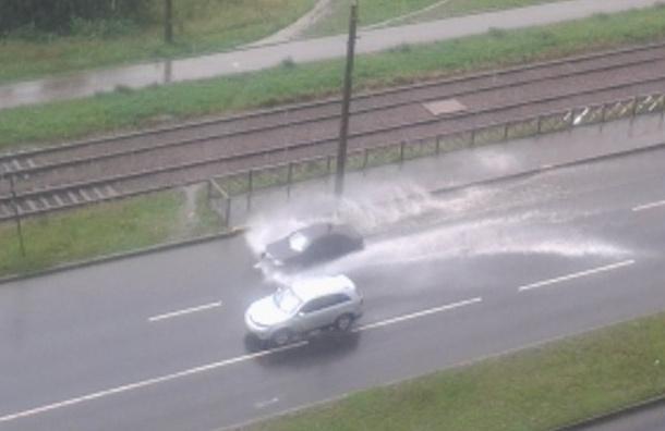 Петербургские улицы затопило после дождя