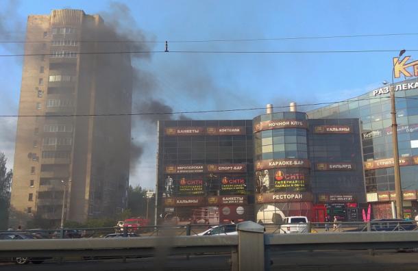 Пожар произошел вТРК «Крыша» вПетербурге