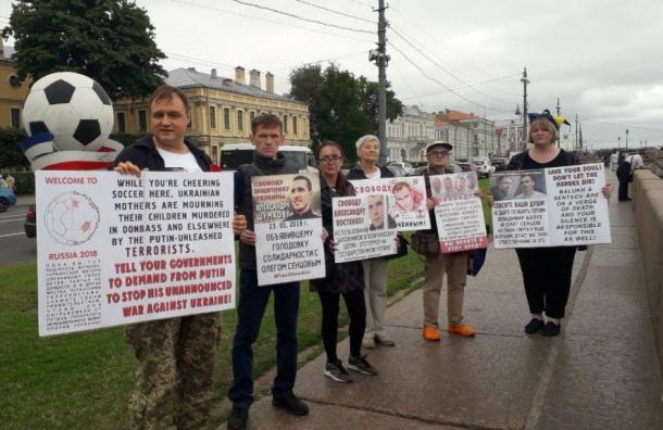 Восьмерых задержали вПетербурге вовремя пикета вподдержку Сенцова