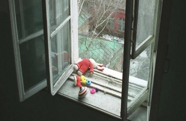 Ребенок выпал изокна наулице Есенина вПетербурге