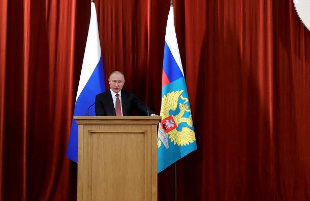 Путин уморительно пошутил назакрытой встрече спослами