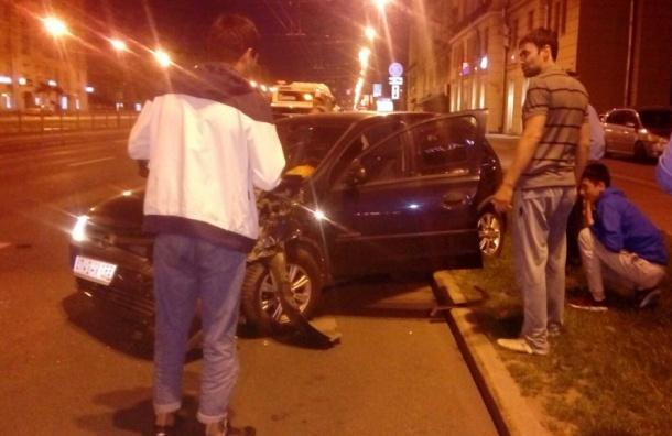 Иномарка врезалась вавтобус наМосковском проспекте