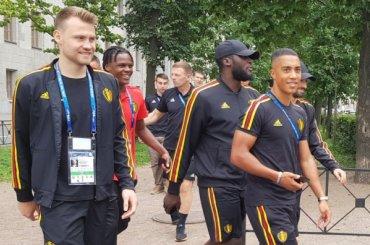 Бельгийские футболисты прогулялись поПетербургу перед матчем сАнглией