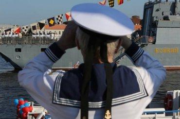 Факелы Ростральных колонн зажгут вчесть Дня ВМФ