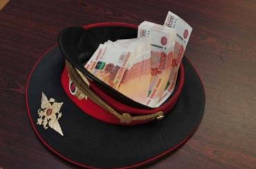 Петербургские полицейские вымогали взятку сподозреваемого