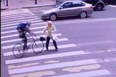 Велосипедиста, сбившего пенсионерку, ищут вПетербурге