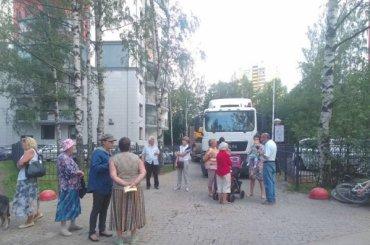 Жители Ульянки бастуют против строительства нового дома