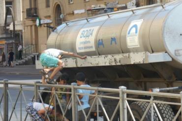 Петербуржцы остались без воды из-за аварии на Бабушкина