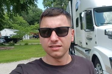 Гонявший петербургских депутатов блогер эмигрировал вАмерику