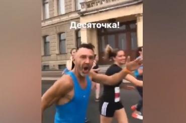 Шнуров пробежал вмарафоне «Белые ночи»