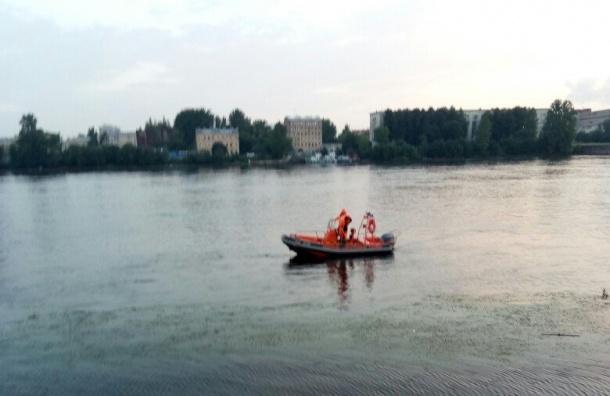 Петербуржец утонул, пытаясь достать сумку незнакомки