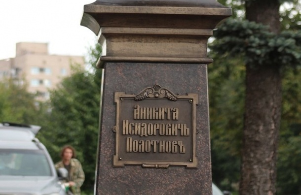 Памятник колпинскому купцу откроют сошибками